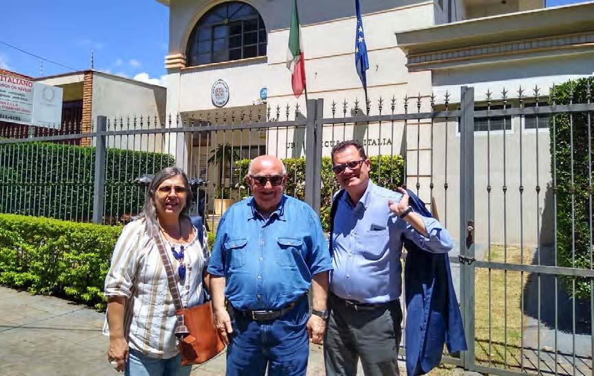 Plinio Sarti com Fabio Porta e Daniela Dardi (Presidente e Coordenadora da Ital-Uil no Brasil) ano passado diante do Vice Consulado de Ribeirão Preto-SP.